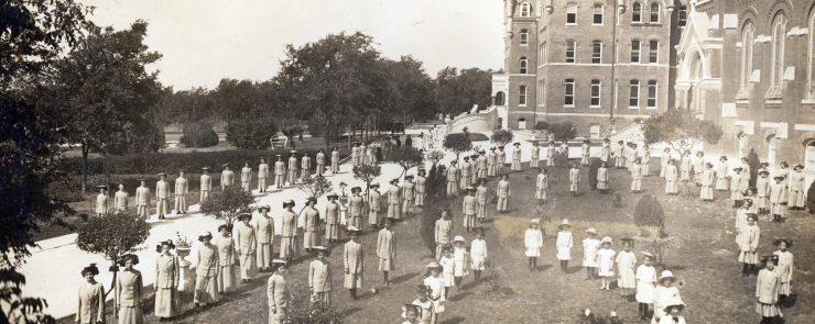 cropped-c-02-graduation-1900s-112.jpg